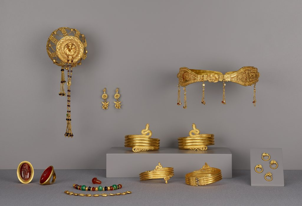 6.4.4 Collection of Ptolemaic Jewelry (16)