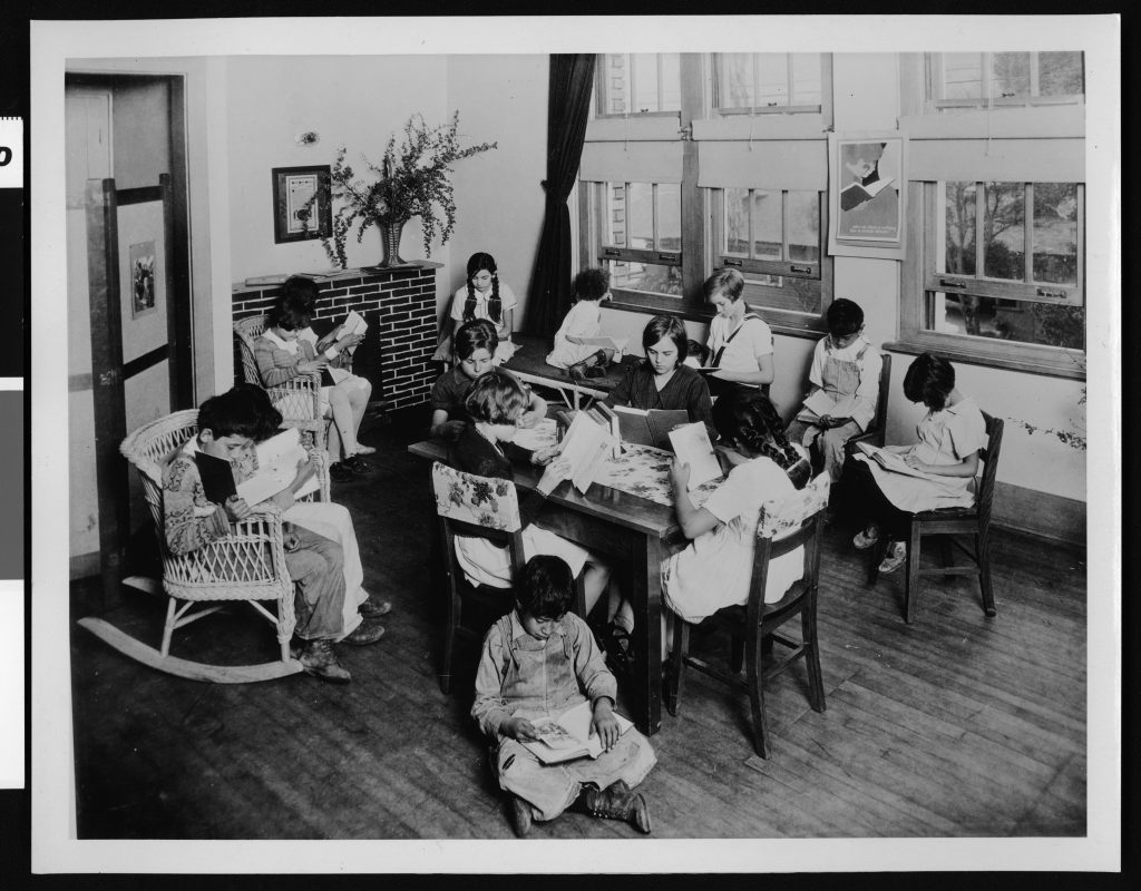 Children reading books in the library of the Solano Avenue school